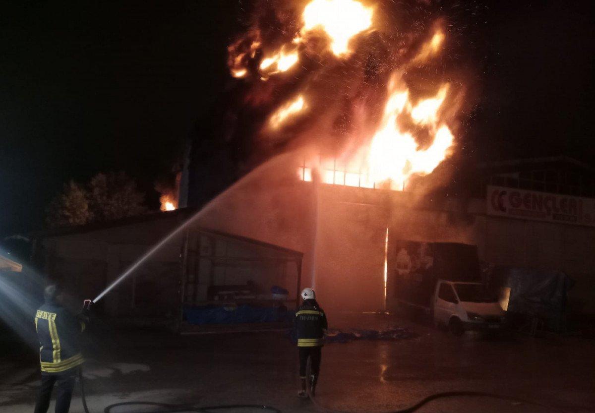 Kastamonu da toptancıda çıkan yangın söndürüldü #1
