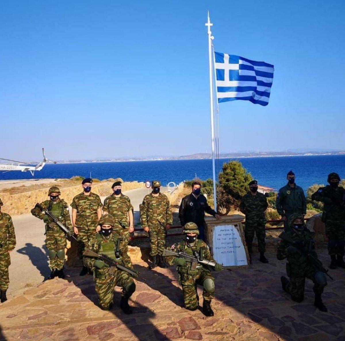 Yunan askerlerinin Koyun Adası ndaki tatbikatı sonrası İzmir li pozu #2
