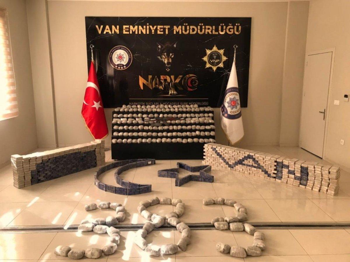 Süleyman Soylu: Van Başkale de 753 paket eroin ele geçirildi #1