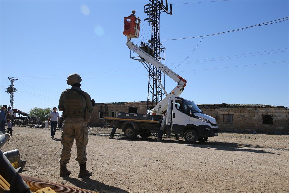 Şanlıurfa da kaçak elektrik kullananlara yapılan denetimde lastik yakıldı #4