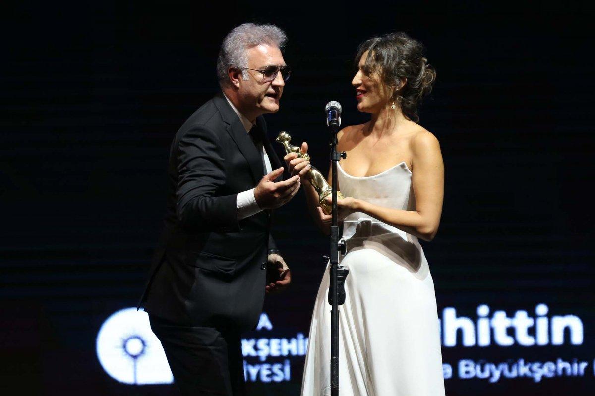 Tamer Karadağlı ve Nihal Yalçın ın  ödül  gerginliği #2