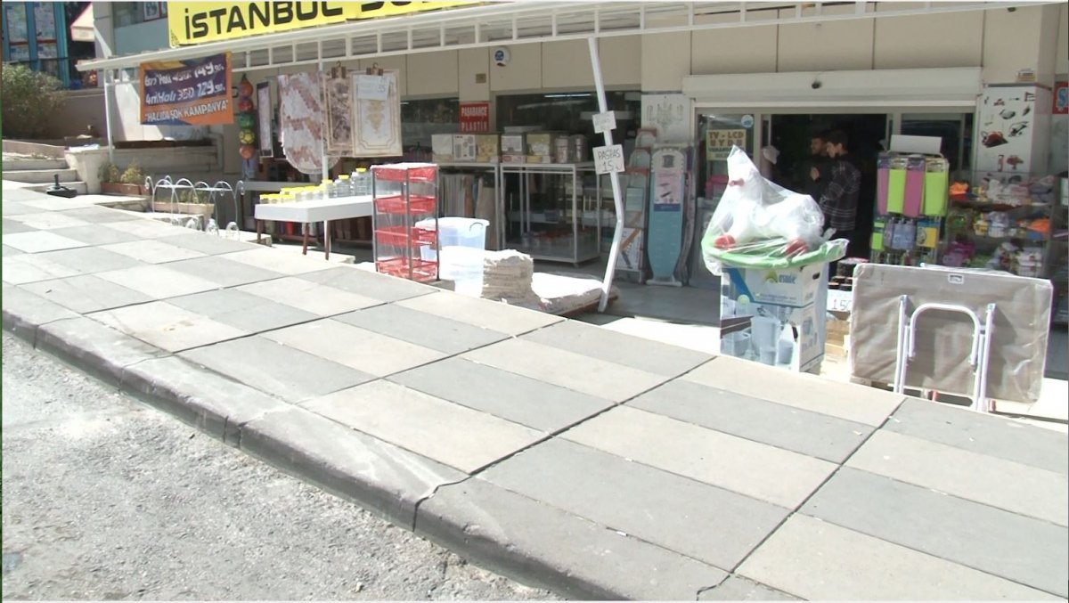 Ankara'da kontrolü kaybetti, hediyelik eşya dükkanına daldı #6