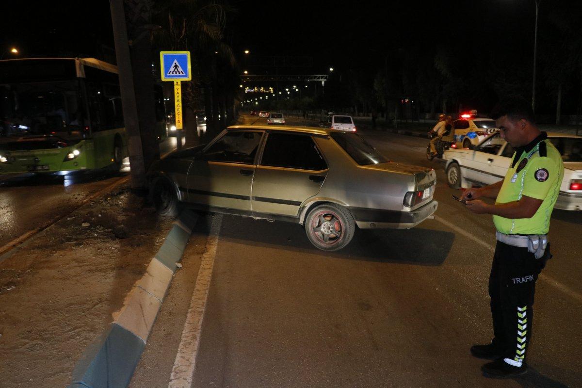 Adana da polisten kaçarken kaza yapan kişinin aracında uyuşturucu bulundu #2