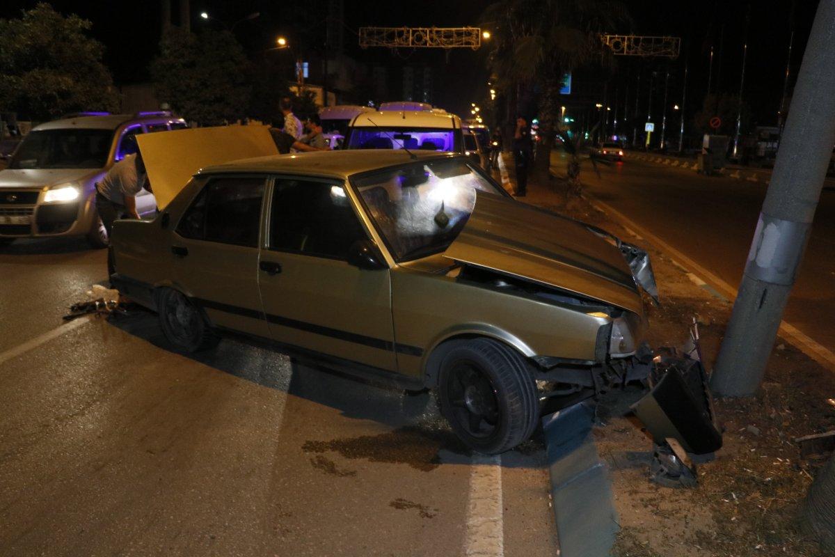 Adana da polisten kaçarken kaza yapan kişinin aracında uyuşturucu bulundu #3