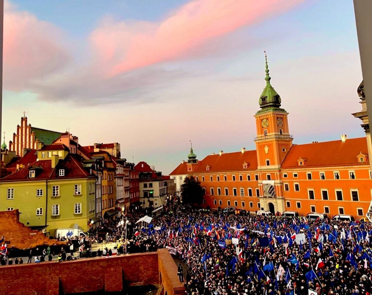 Polonya da insanlar sokaklara inerek AB kararına tepki gösterdi #3