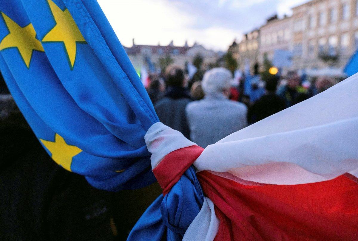 Polonya da insanlar sokaklara inerek AB kararına tepki gösterdi #1