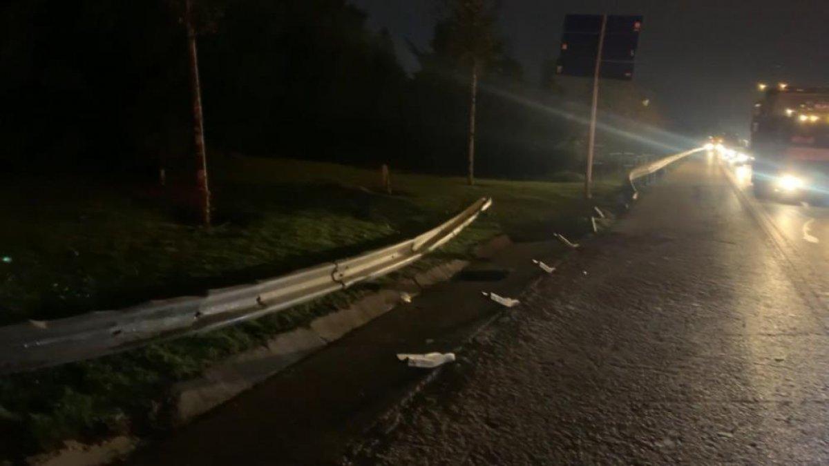 İstanbul da otomobil, bariyere saplandı #3