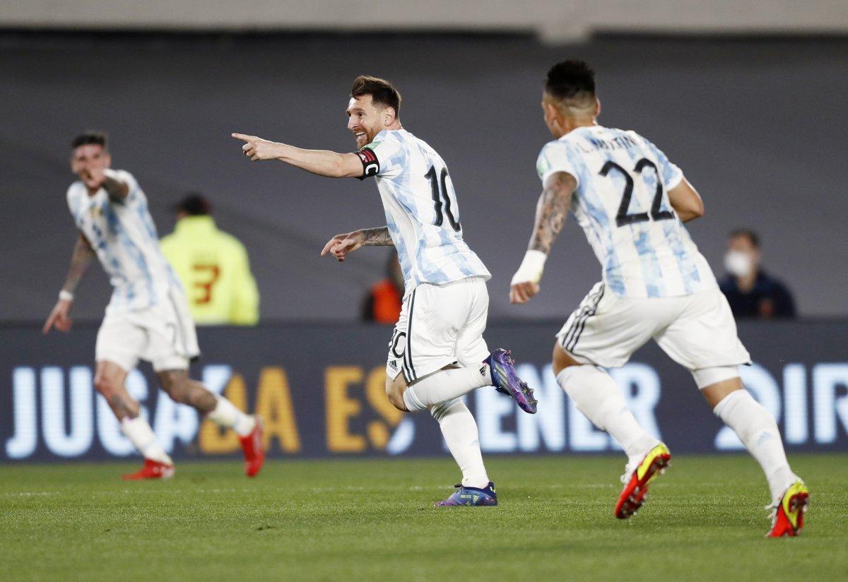 Küçük Arjantinli taraftarın Messi pankartı #1