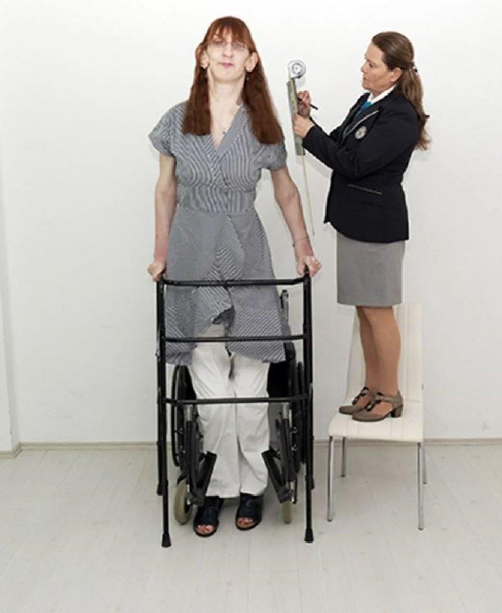Dünyanın en uzun boylu kadını Rümeysa Gelgi Guinness Rekorlar Kitabı nda #3