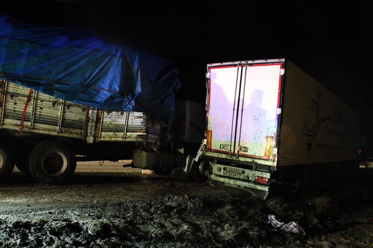 Uşak ta tankerin çarptığı sürücü yaşamını yitirdi #3
