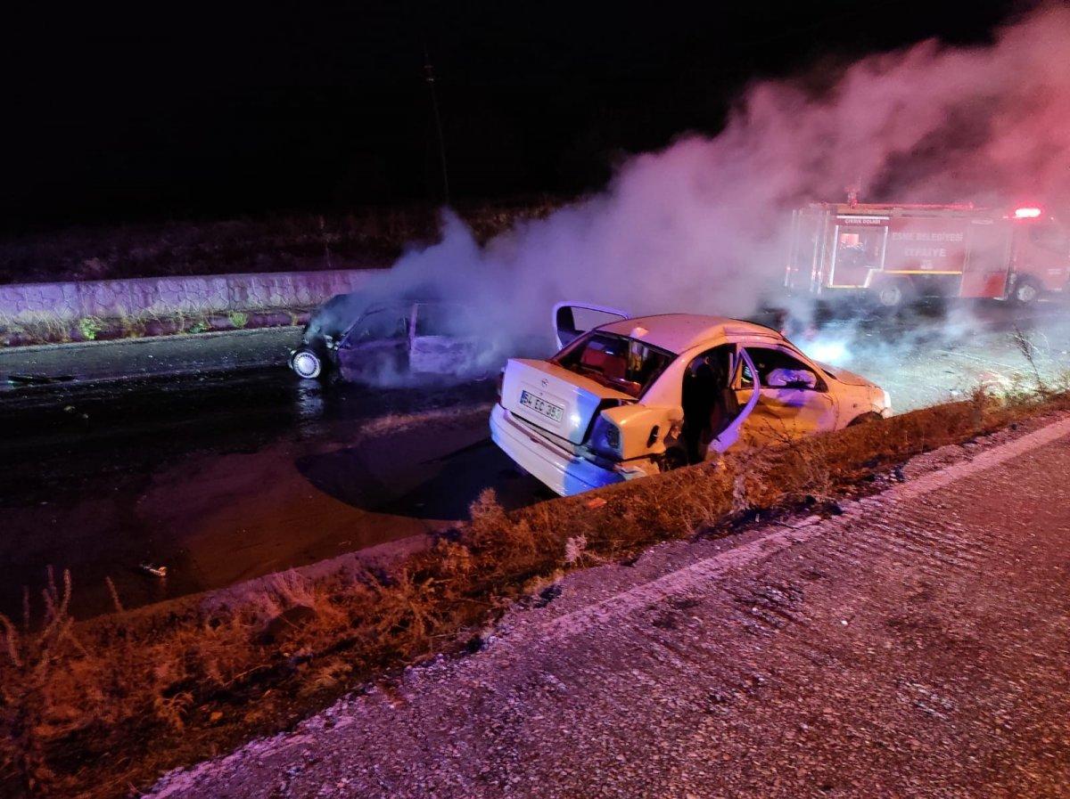Uşak ta meydana gelen kazada 1 kişi yanarak hayatını kaybetti. #1