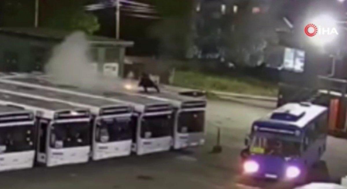 Rusya da havai fişek otobüsün üstüne düştü #3