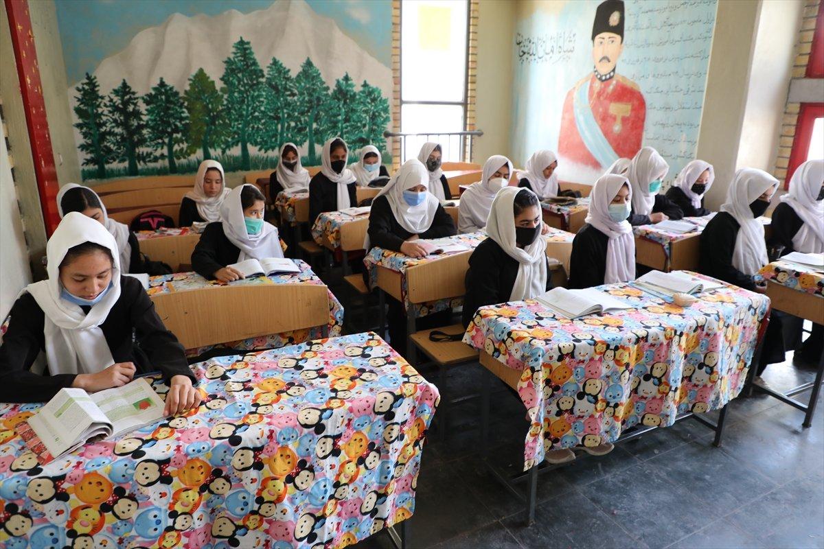 Afganistan'da kız öğrencilerin lise eğitimi aldıkları tek yer: Mezar-ı Şerif #5