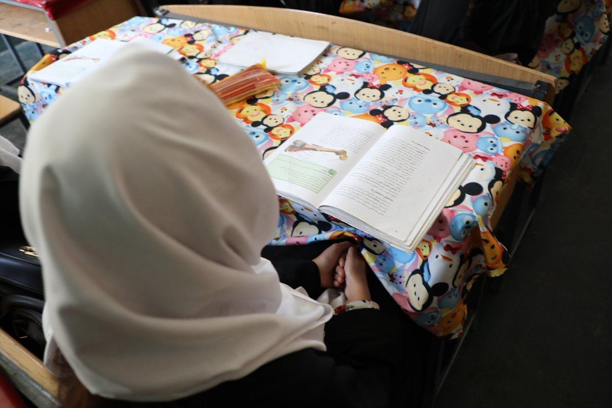 Afganistan'da kız öğrencilerin lise eğitimi aldıkları tek yer: Mezar-ı Şerif #9