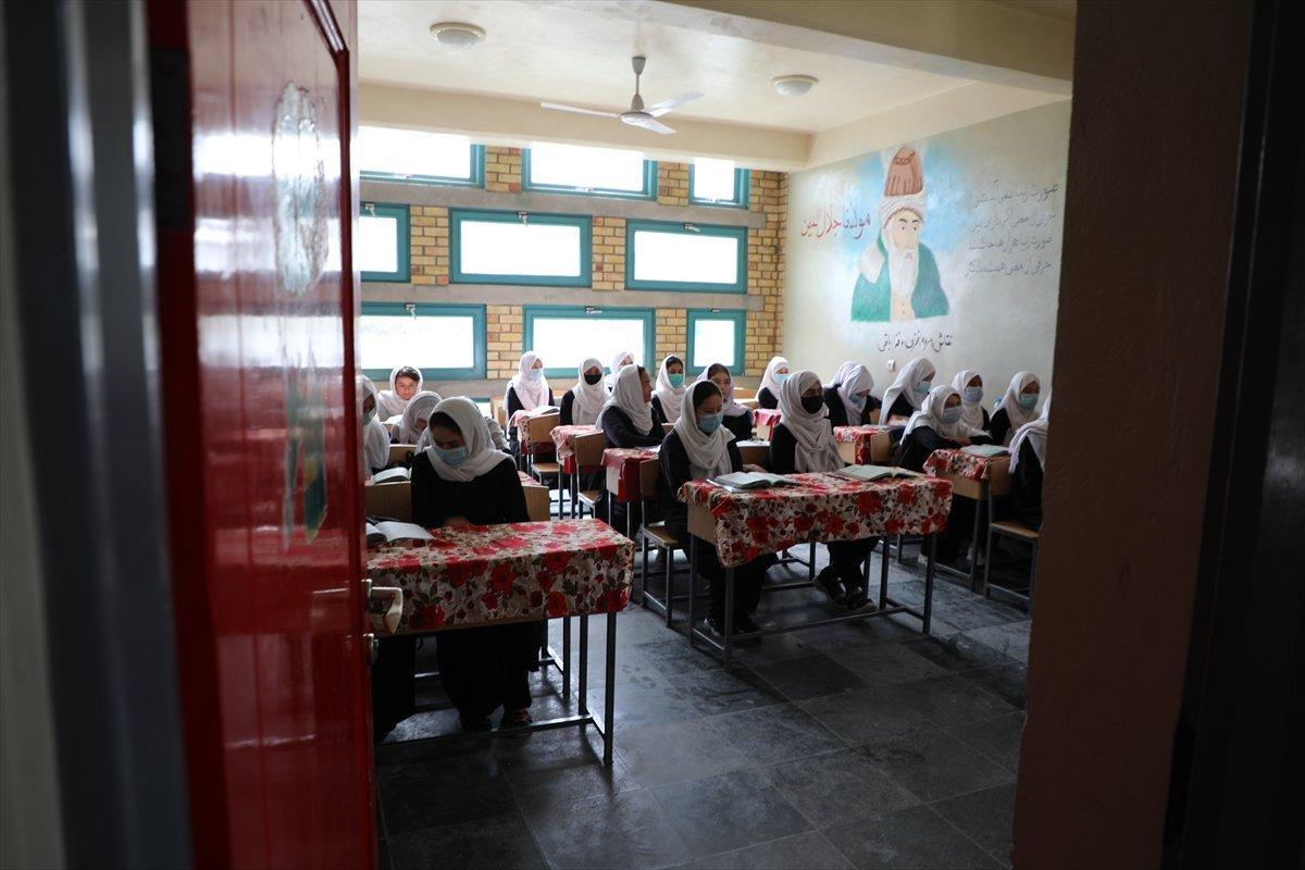 Afganistan'da kız öğrencilerin lise eğitimi aldıkları tek yer: Mezar-ı Şerif #6
