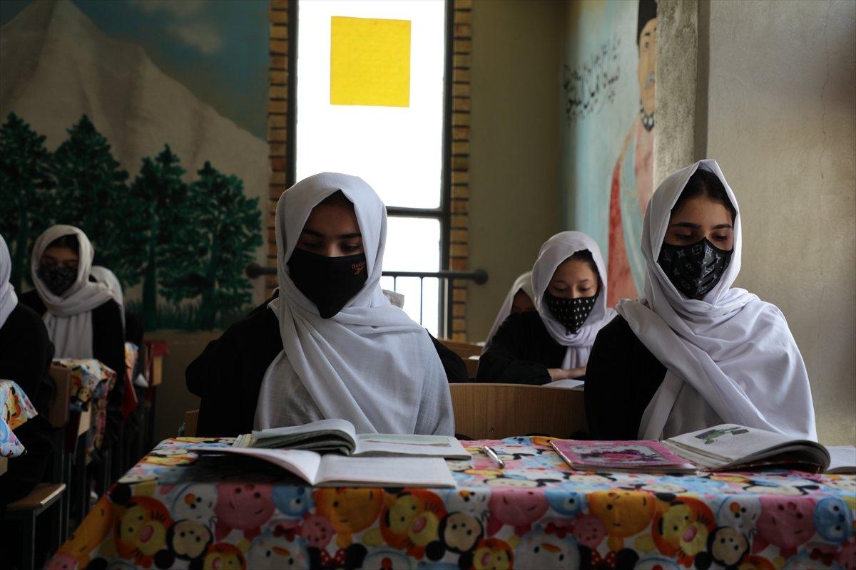 Afganistan'da kız öğrencilerin lise eğitimi aldıkları tek yer: Mezar-ı Şerif #3