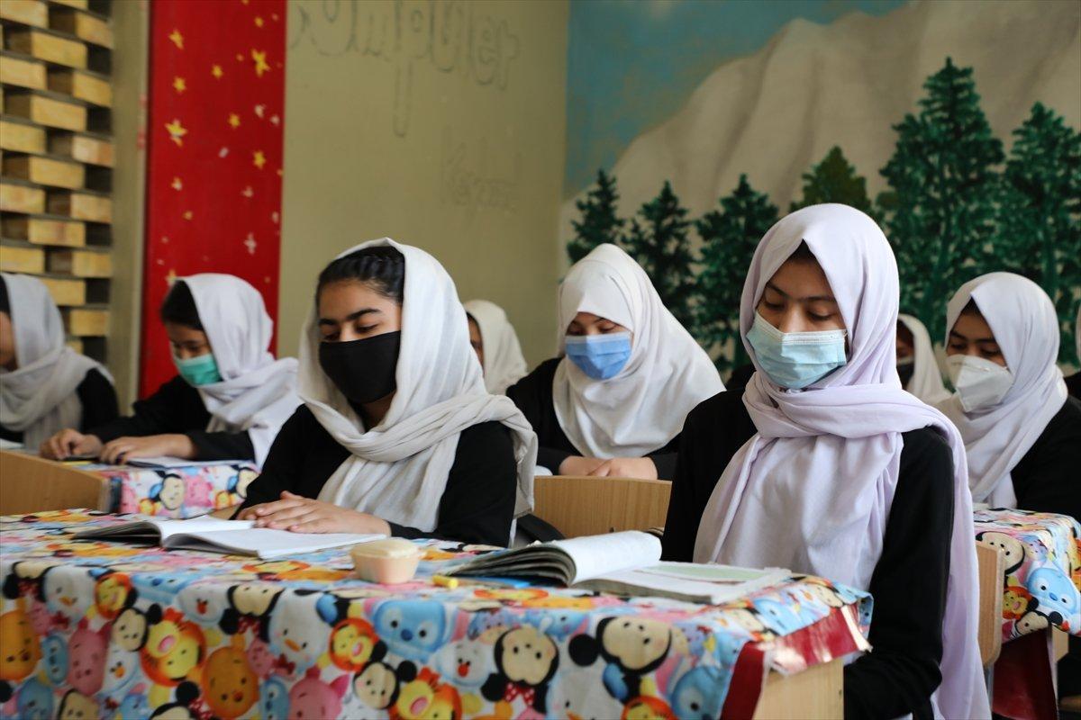 Afganistan'da kız öğrencilerin lise eğitimi aldıkları tek yer: Mezar-ı Şerif #2