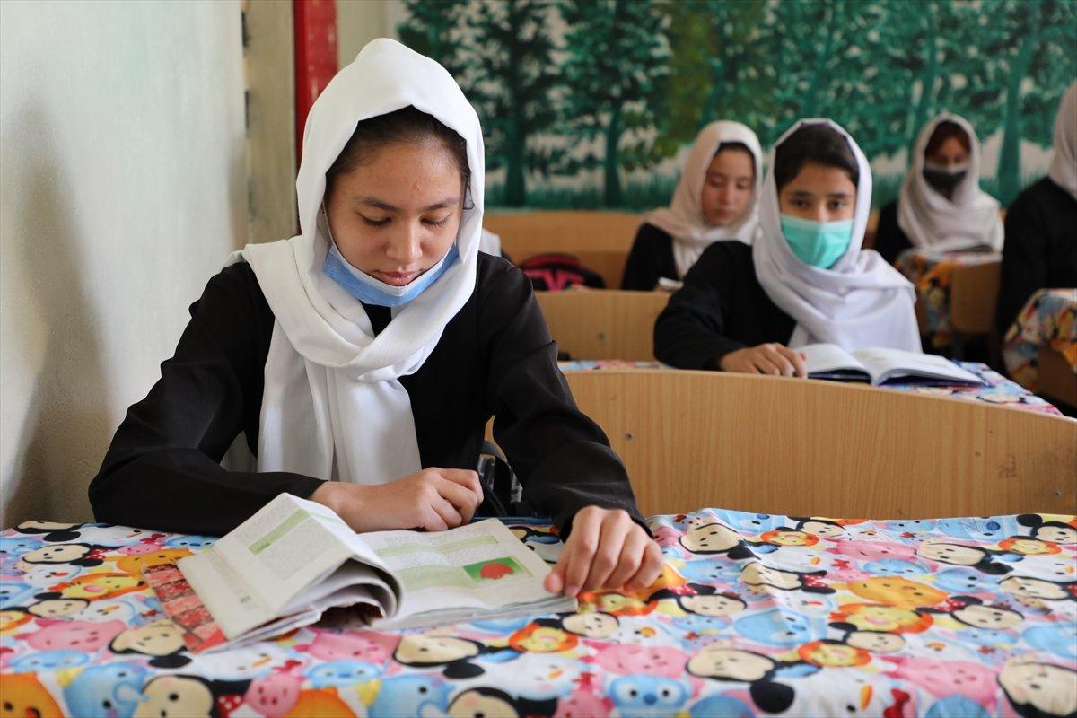 Afganistan'da kız öğrencilerin lise eğitimi aldıkları tek yer: Mezar-ı Şerif #4