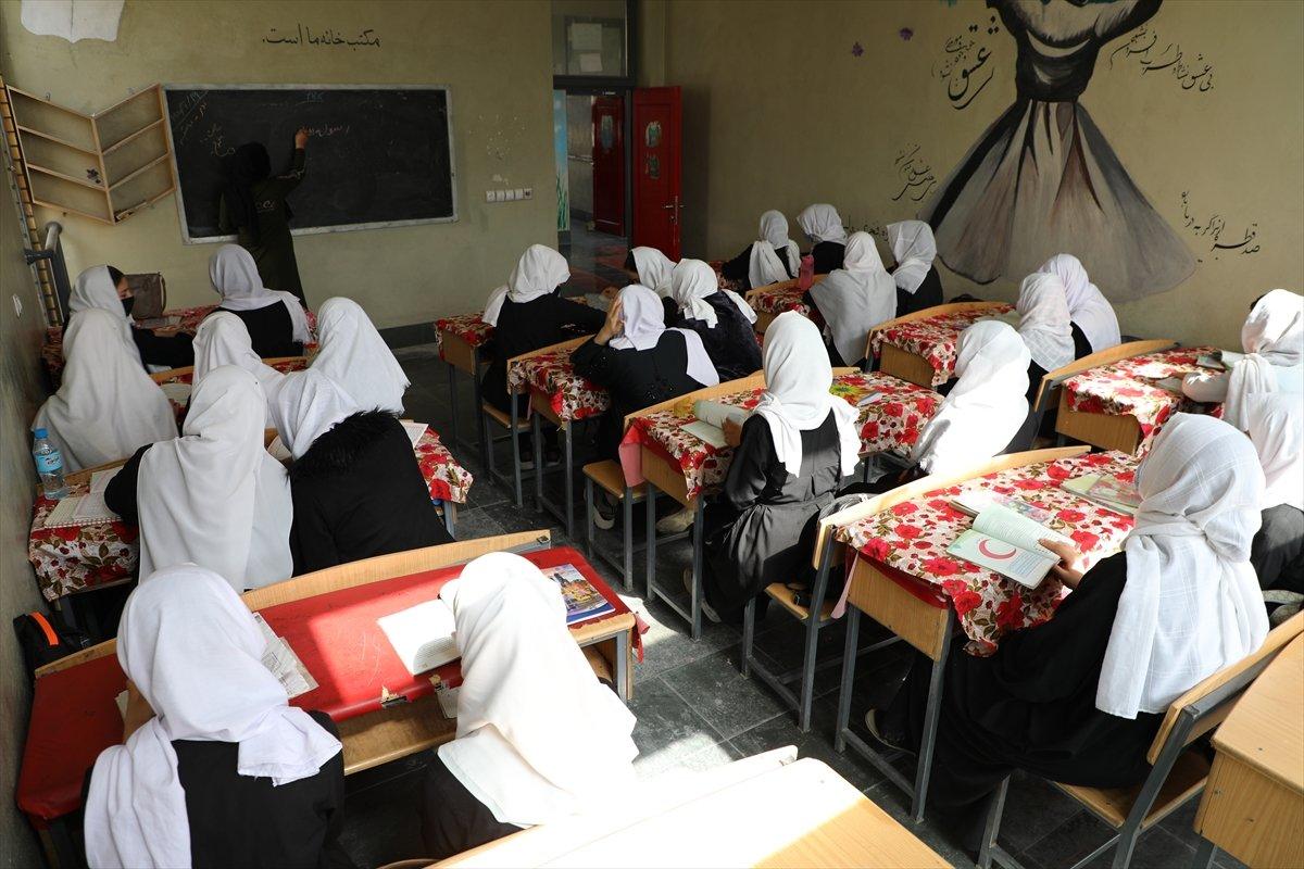 Afganistan'da kız öğrencilerin lise eğitimi aldıkları tek yer: Mezar-ı Şerif #8