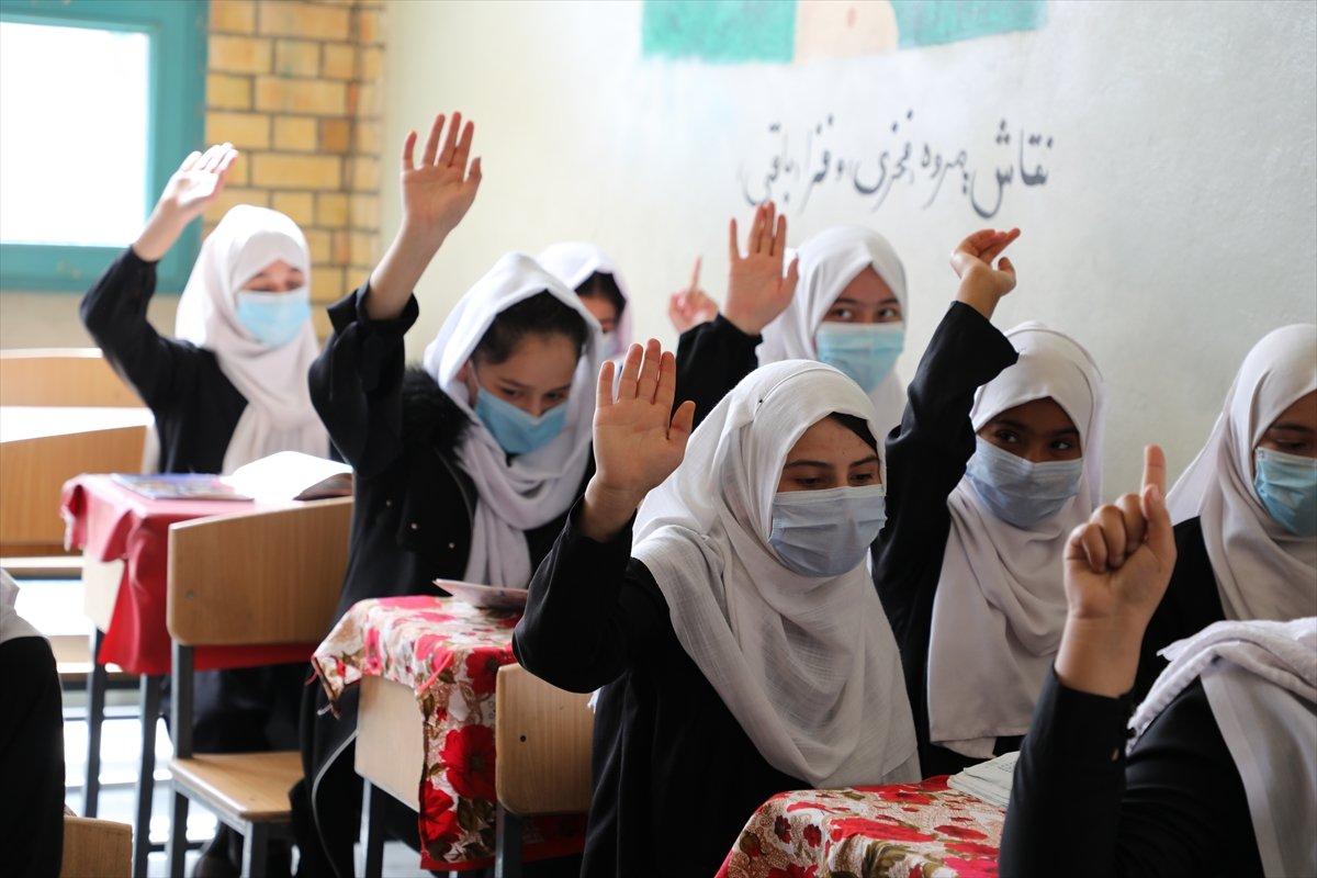 Afganistan'da kız öğrencilerin lise eğitimi aldıkları tek yer: Mezar-ı Şerif #7