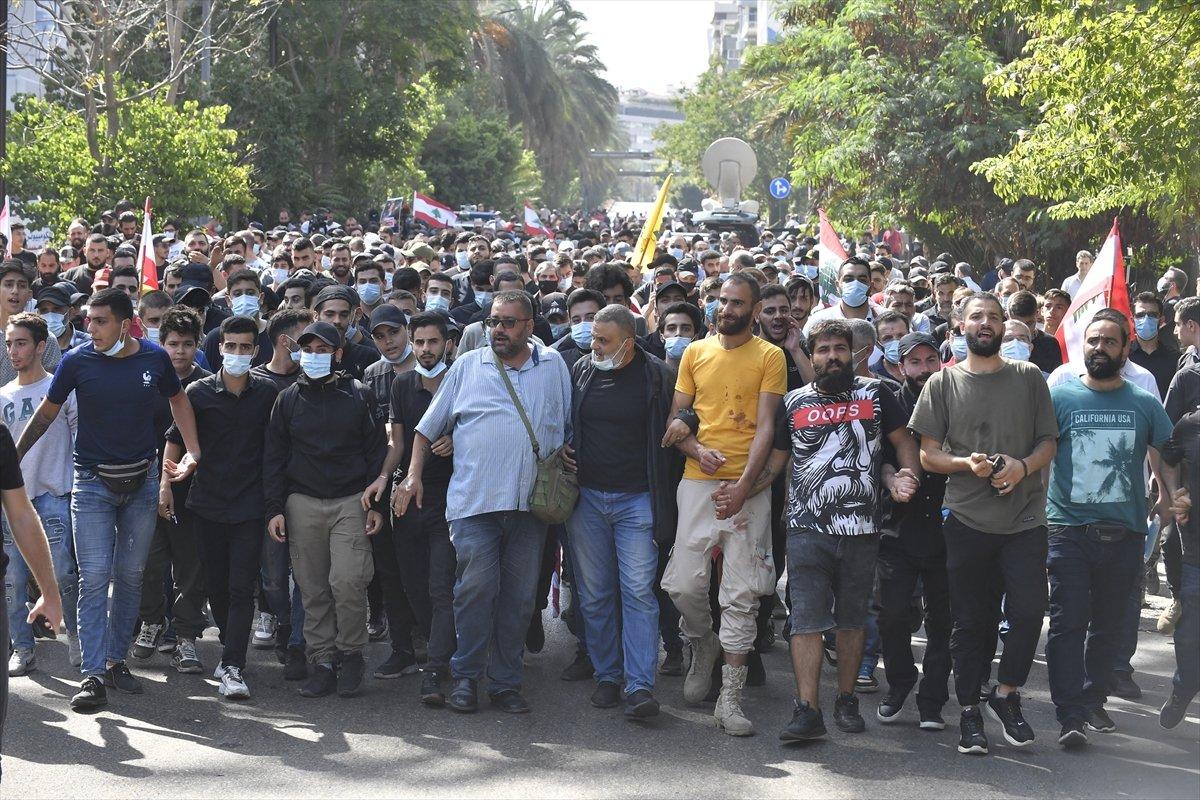 Beyrut taki patlama soruşturması protesto edilince sokaklar karıştı #1