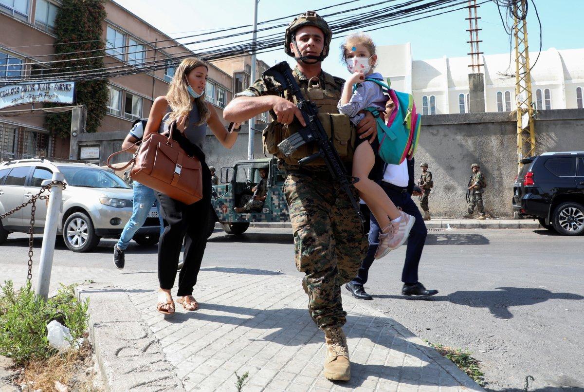 Beyrut taki patlama soruşturması protesto edilince sokaklar karıştı #11