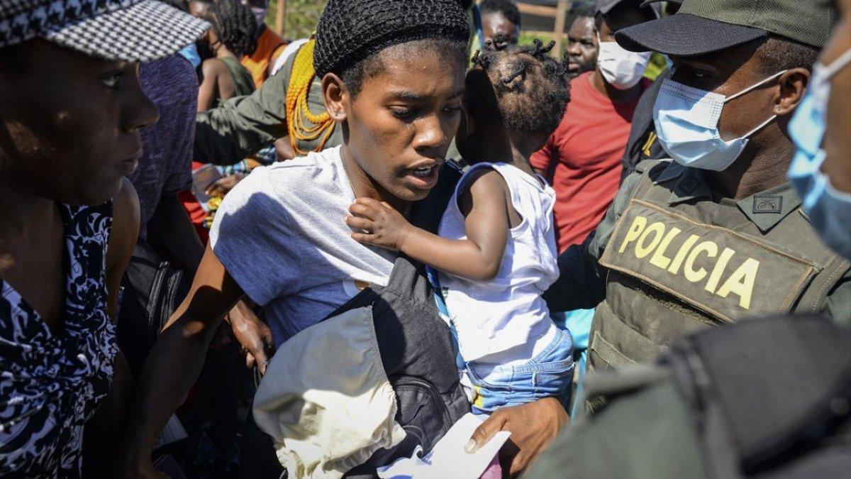 Kolombiya'da kaçak göçmenlerin salı devrildi: 1'i bebek 4 ölü #2