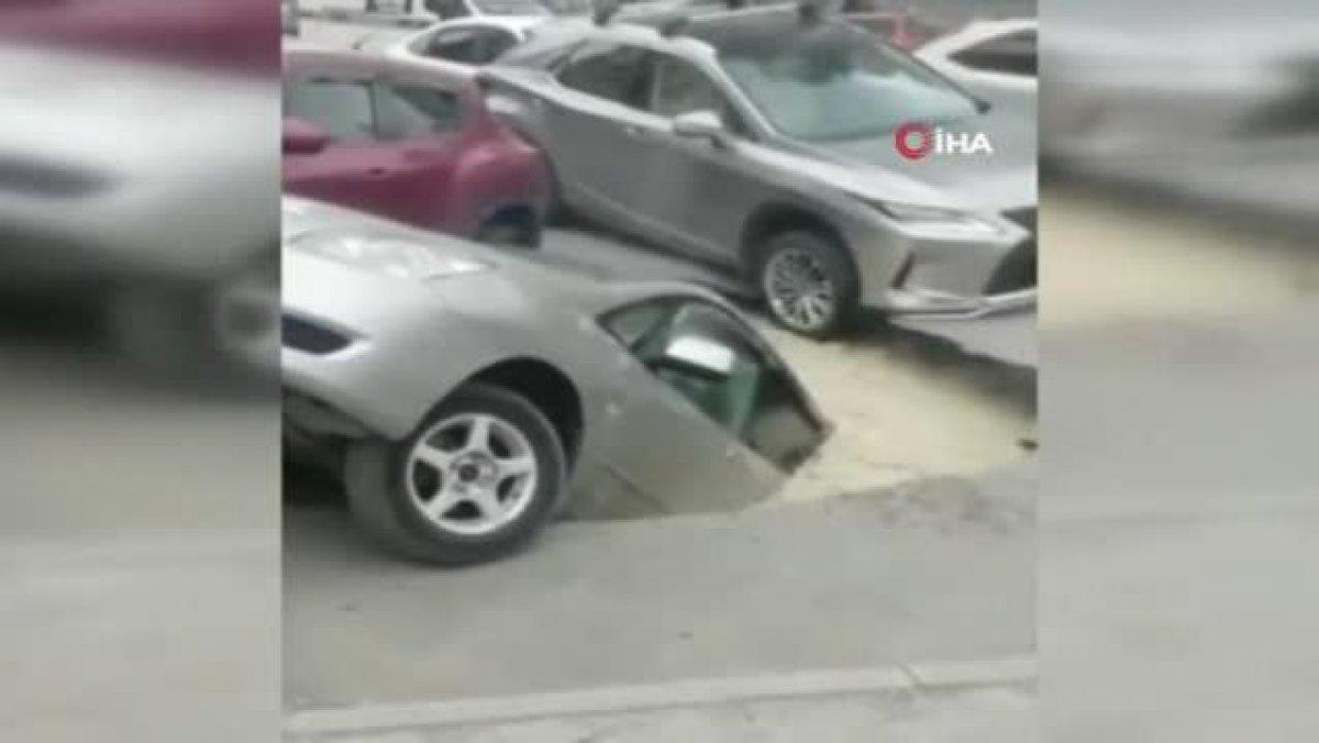 Rusya'da sıcak su boru hattı patladı, araçlar kaynar suya düştü  #1