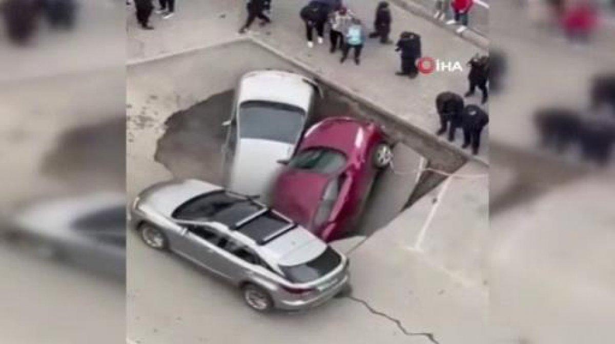 Rusya'da sıcak su boru hattı patladı, araçlar kaynar suya düştü  #3