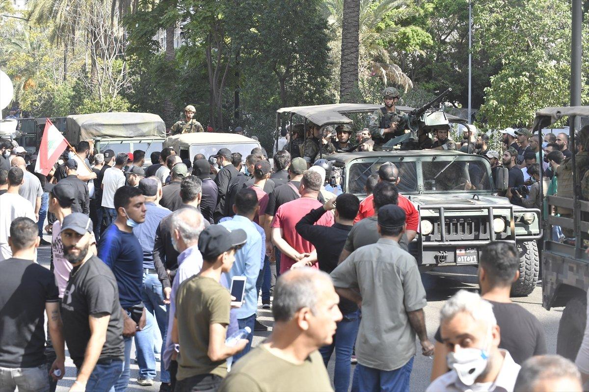 Beyrut taki patlama soruşturması protesto edilince sokaklar karıştı #12
