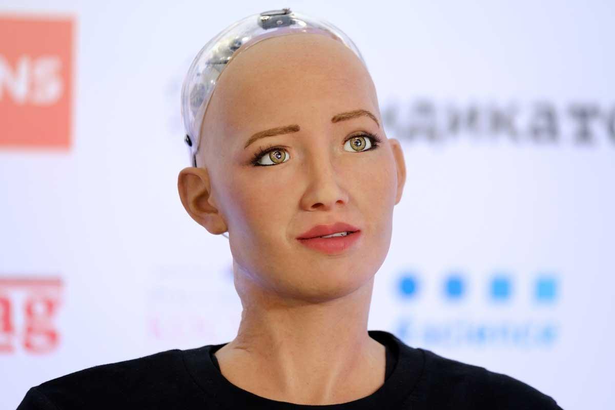 İnsansı robot Sophia nın annelik hayalleri var #1