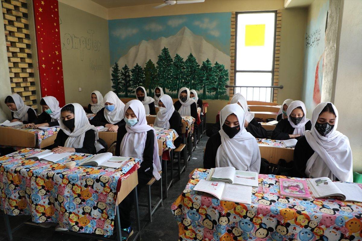 Afganistan'da kız öğrencilerin lise eğitimi aldıkları tek yer: Mezar-ı Şerif #1