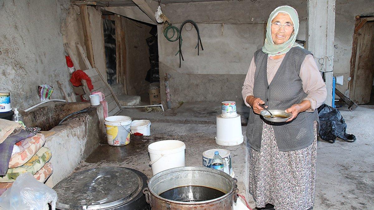 Ankara da 74 yaşındaki eşini kaybettikten sonra bahçe işleriyle kendisi uğraşıyor #3