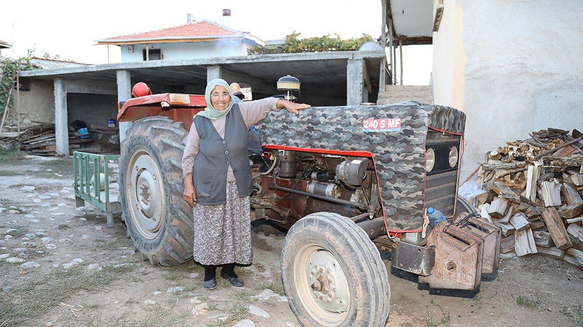 Ankara da 74 yaşındaki eşini kaybettikten sonra bahçe işleriyle kendisi uğraşıyor #4