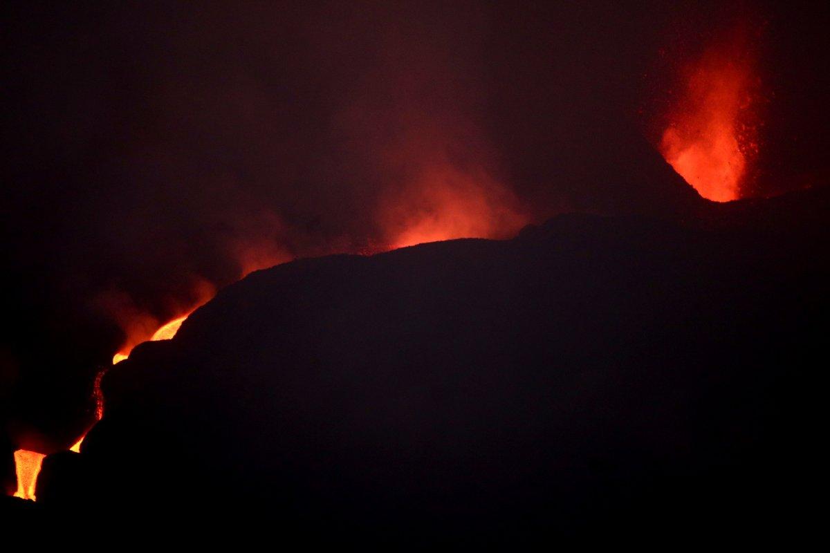 La Palma Adası ndaki lavlar son 24 saatte 90 eve daha zarar verdi #1