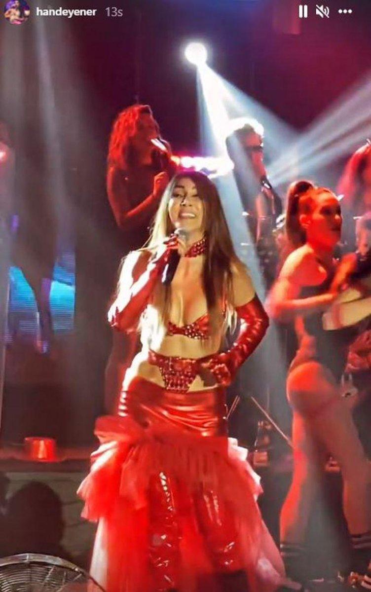 Sosyal medyayı salladı! Hande Yener tangayı andıran kırmızı kostümüyle olay yarattı #2
