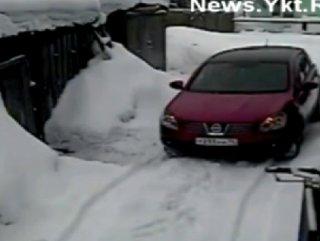 Yakutistan'da bir sürücü aracını çizen komşusunu ezdi