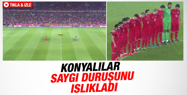 Konya'daki saygı duruşunda ıslık sesleri