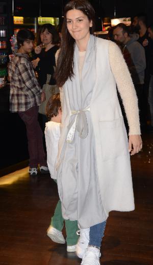 Bergüzar Korel'in ilginç kıyafeti
