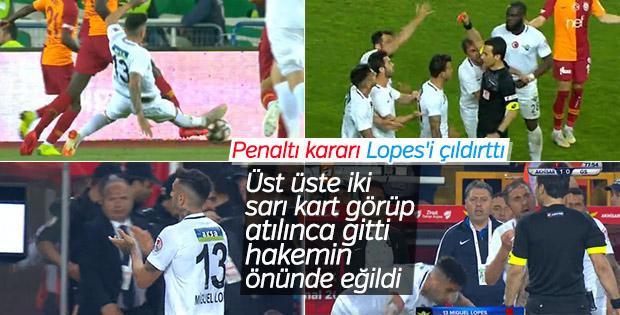 Galatasaray-Akhisarspor maçında saha karıştı