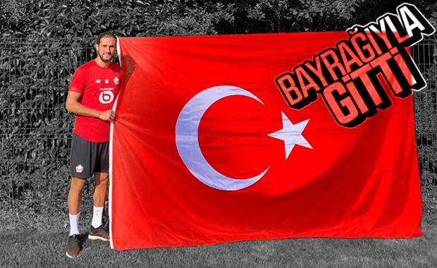 Yusuf Türk bayrağıyla poz verdi