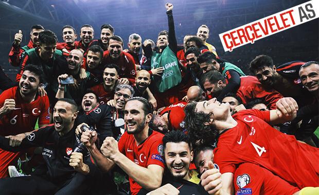 Milli futbolcuların zafer pozu