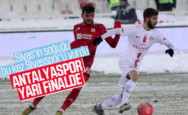 Lider Sivasspor kupada Antalyaspor'a elendi