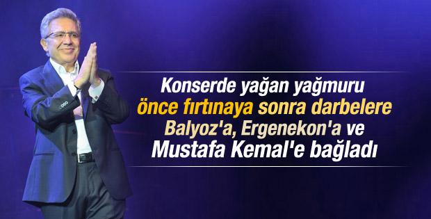 Zülfü Livaneli Harbiye'de yağmura rağmen konser verdi İZLE