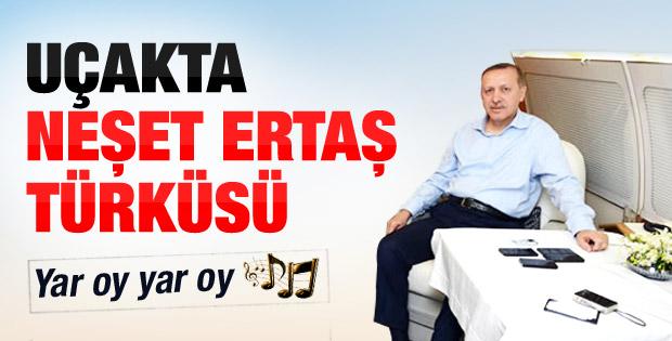 Başbakan Erdoğan'dan uçakta türkü ziyafeti - izle
