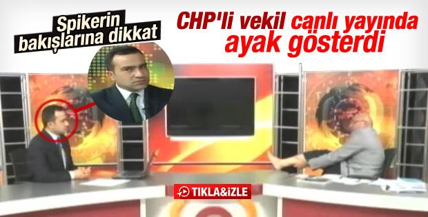 CHP'li Mahmut Tanal canlı yayında çorabını çıkardı