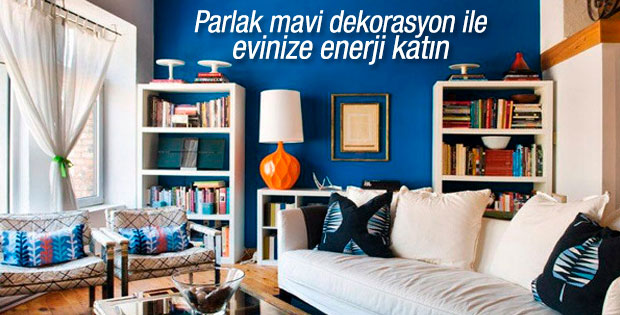 Parlak mavi ile ev dekorasyonu
