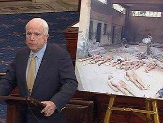 McCain işkence fotoğraflarıyla Obama'ya yüklendi