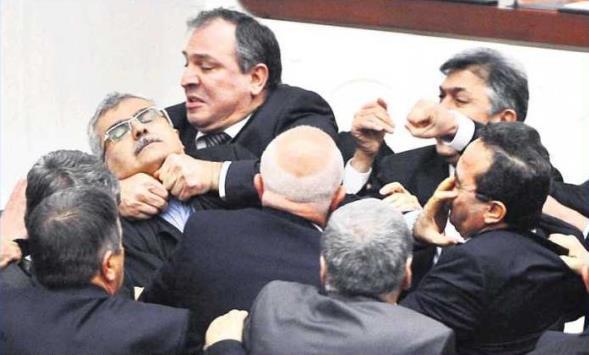 Meclis'te HSYK kavgası
