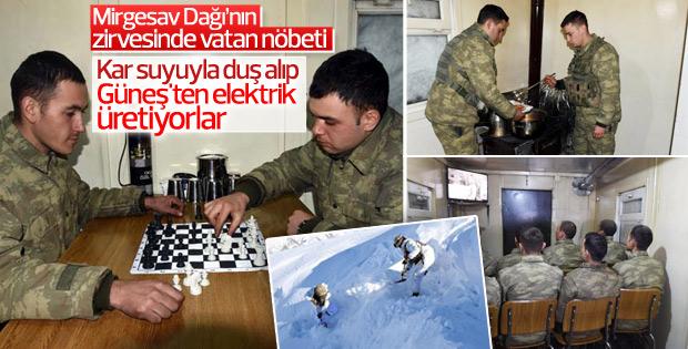 Sınır hattında görev yapan askerlerin morali yüksek
